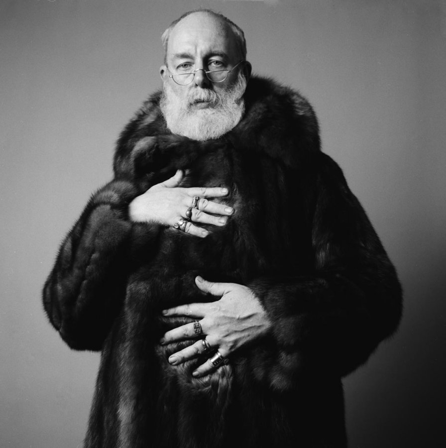 It would have been Edward Gorey's birthday today. This is my favourite photo of Edward Gorey. https://t.co/SLioHTRell