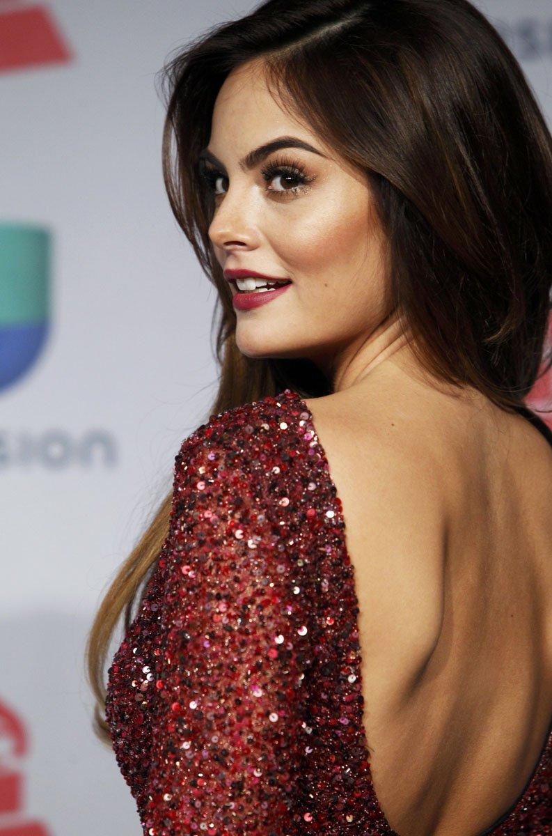 está de cumpleaños Ximena Navarrete @ximenaNR modelo mexicana y Miss Universo https://t.co/UxBt5YYAhp