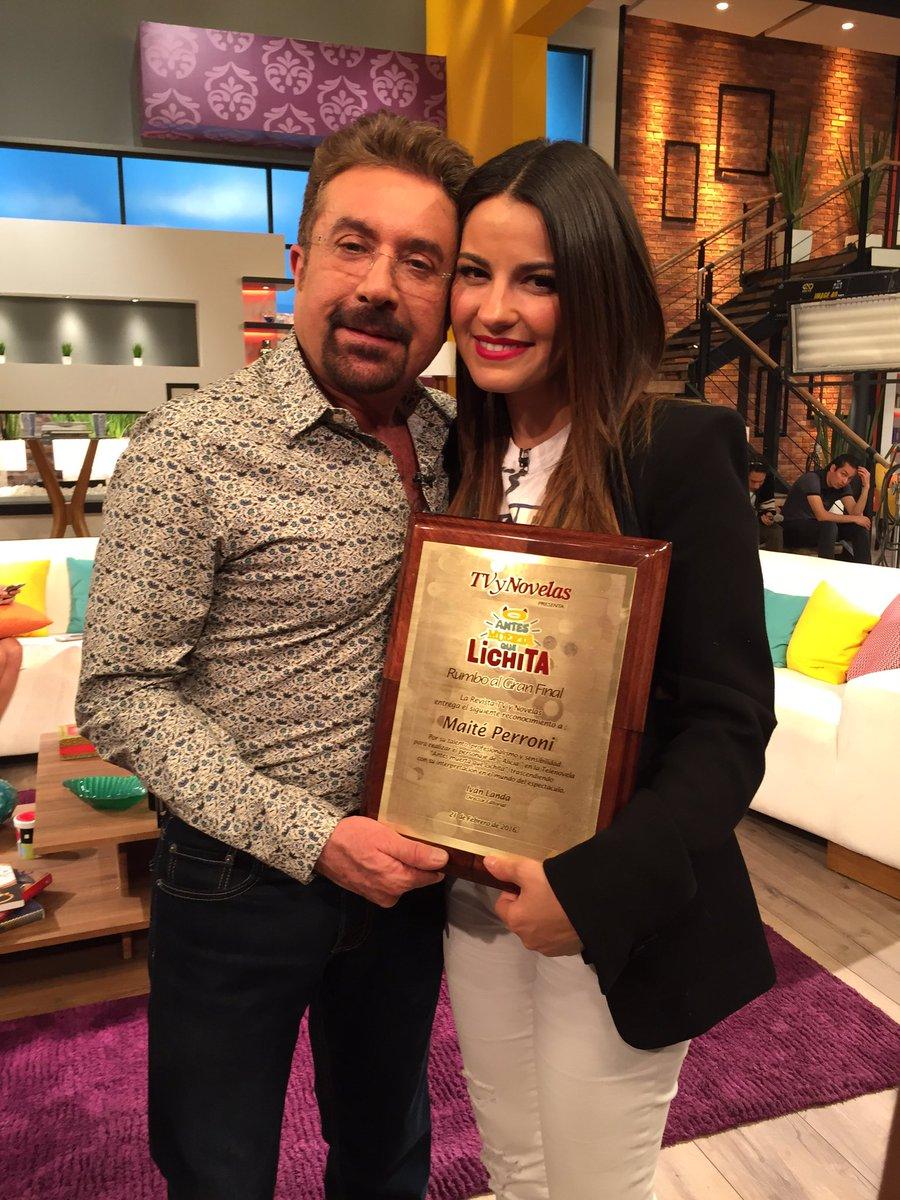 El primer reconocimiento Mejor Actriz @MaiteOficial @AMQLichita @TVyNovelasMex @RosyOcampo felicidades!!! https://t.co/sJeqRGlGCW