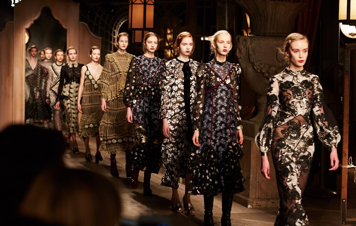 The finale #ERDEM #AW16 #erdemBTS #LFW https://t.co/ysQpMyueCm