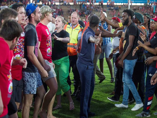 NEWS: Student protesters and fans clashed during the #VarsityCup match in Bloemfontein. https://t.co/RYED2DzXT7 https://t.co/wfNgCpwjzz