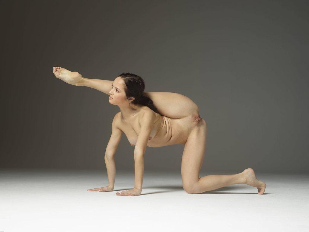 golaya-gimnastika-porno-foto-porno-kartinki-bolshih-sisek-i-pop