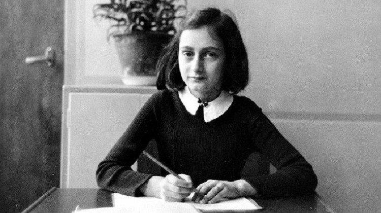 La Fundación Ana Frank reconoce finalmente que el padre fue autor de lanovela https://t.co/sjOe0chYgG https://t.co/KTzU9cVa0e