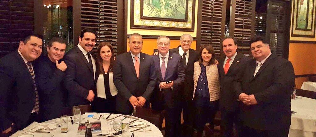 Miembros de la @ANDIMexico, con el Pdte  @MFBeltrones, nuestro líder @Emilio_Gamboa_ e integrantes del @Senado_PRI https://t.co/2sp6rkfKTu