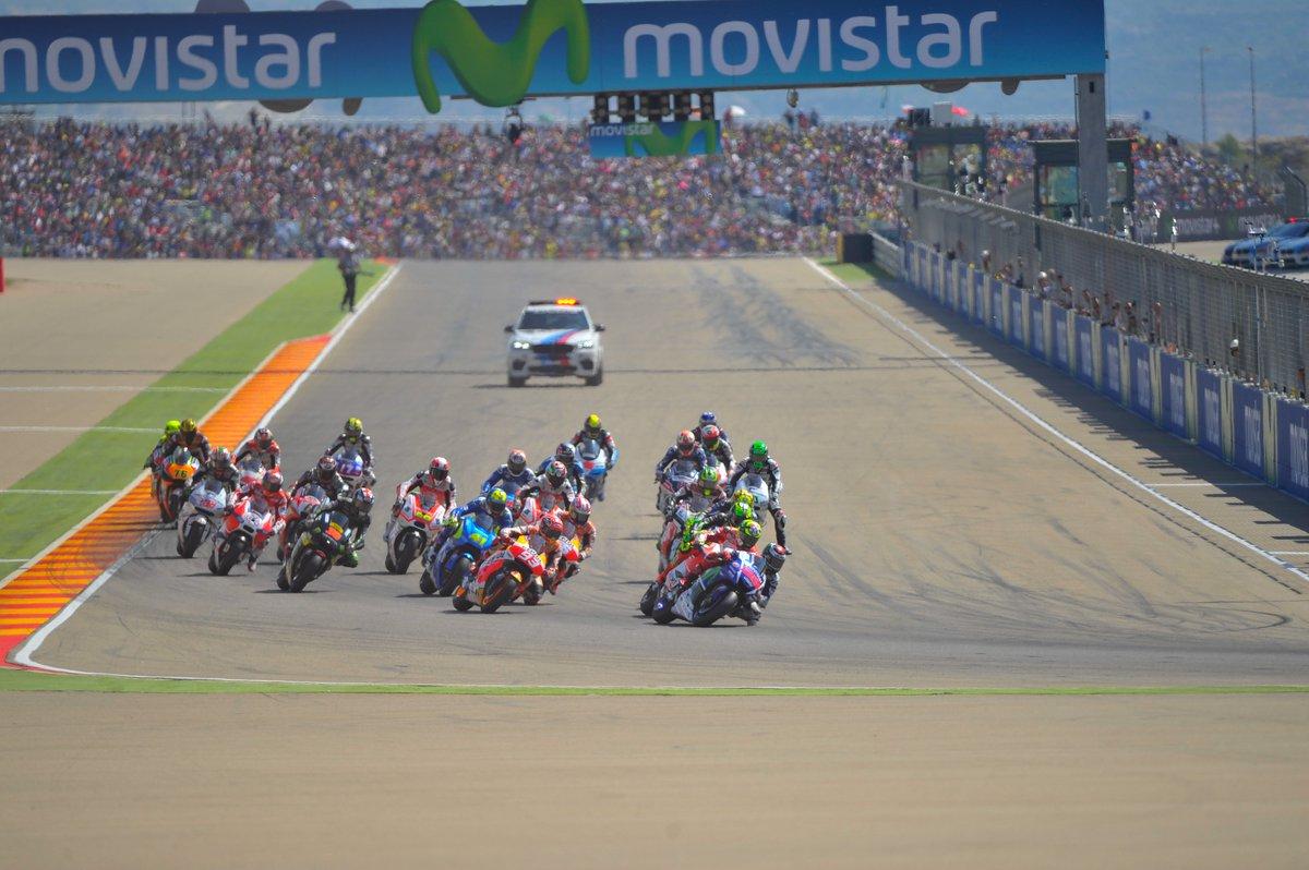 ¡MotorLand, elegido mejor Gran Premio 2015 de @MotoGP! Agradecidos por el premio y orgullosos de nuestra afición. https://t.co/1YOIevSSyO