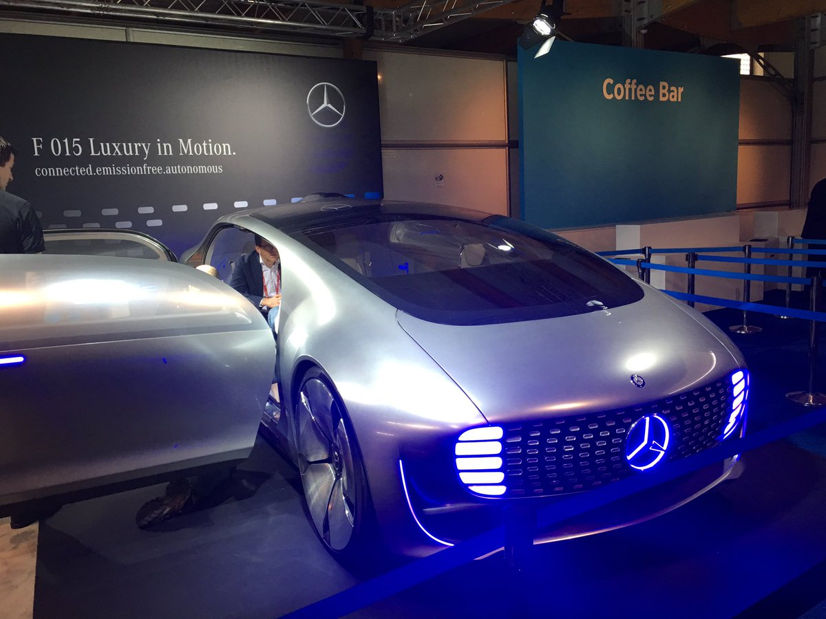 Mercedes self driving car at #MWC16. No steering wheel, rows of seats face each other. https://t.co/WTXYWYeUND