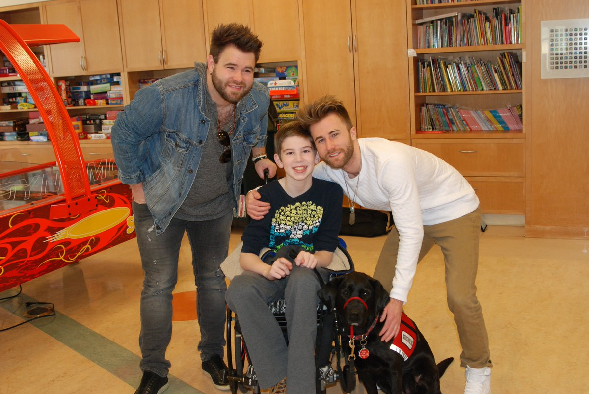 A huge thank you to @TheSwonBrothers and @Country1025WKLB for taking the time out to visit our patients today! https://t.co/7AUsfRlaLS