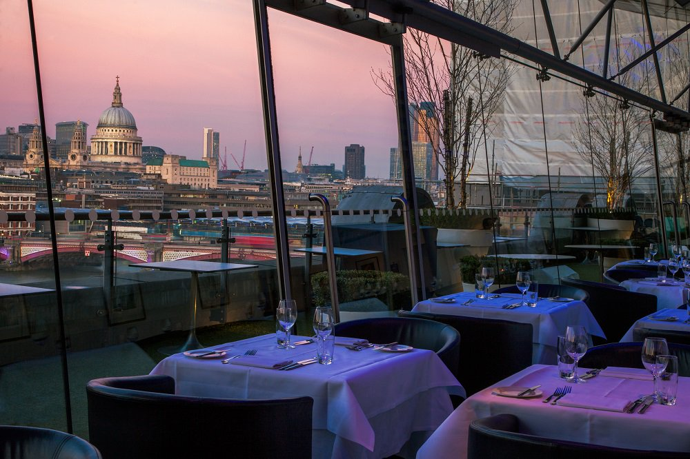Fancy dining @OXO_Tower? #RT to be in with a chance to #win a 3 course meal for 2. T&C's: https://t.co/GgSTe8hV23 https://t.co/SBU727hBr6