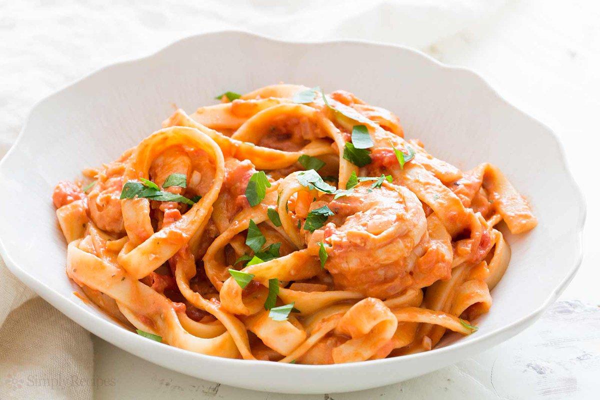 Shrimp Pasta alla Vodka! Creamy tomato vodka sauce is awesome w/ shrimp & fettuccine, 30 min https://t.co/QlyxTsXbcP https://t.co/O7qpRLyzNT