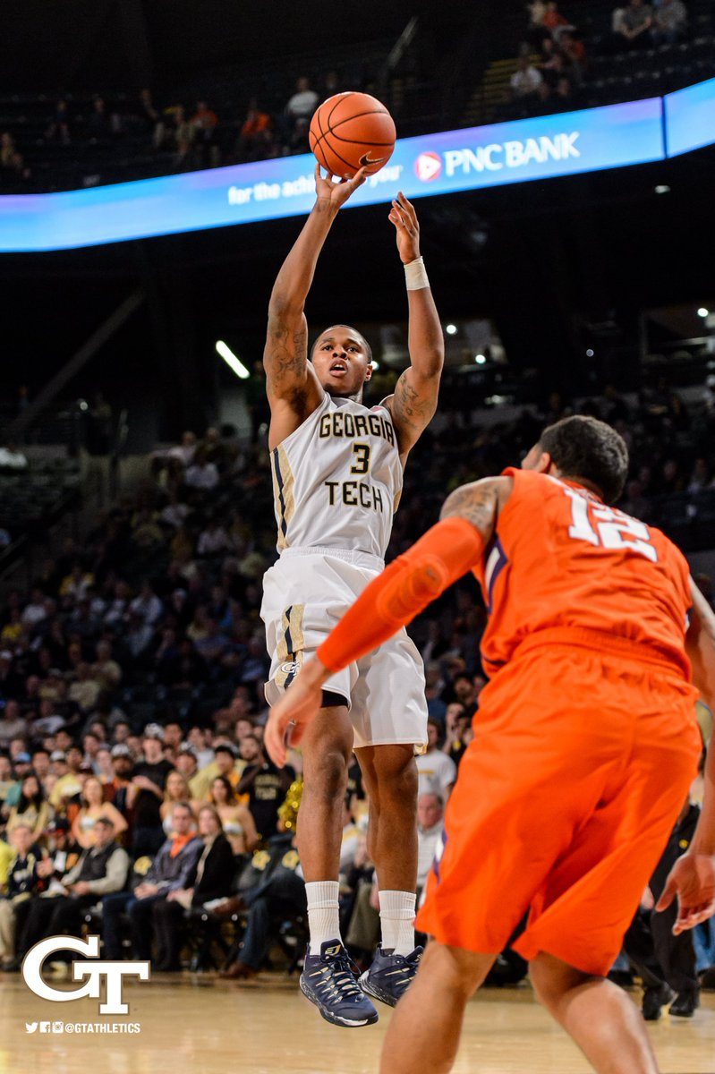 WHAT A COMEBACK!!! Jackets beat Clemson 75-73! #TogetherWeSwarm https://t.co/qSEk2thUuw