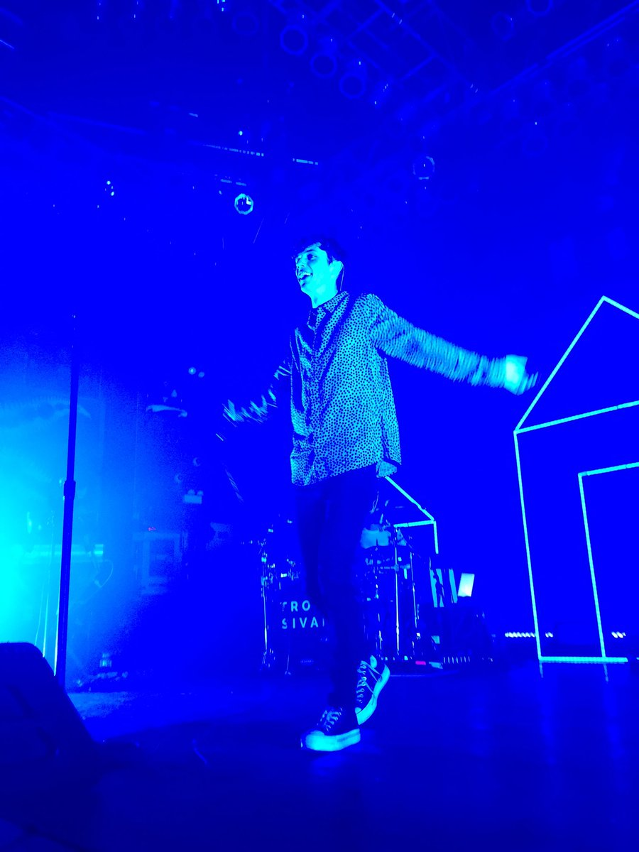 Troye loves 2 sold out shows in Chicago! @troyesivan #TroyeSivan #HOBChicago #SoldOut #NoFilter #BlueNeighbourhood https://t.co/7Uzt012dUr