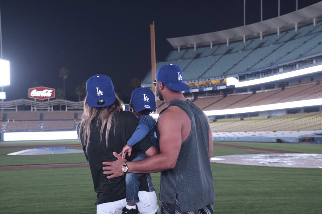 Russell Wilson's  willingness to embrace a child that isn't his is pretty dope... https://t.co/0Y3qTXI0Fn