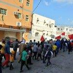 خروج مسيرات في معظم بلدات #البحرين بعد صلاة الجمعة في اول ايام عصيان النمر تزامناً مع ذكرى انطلاق الثورة https://t.co/vXLBHQ3VCc