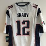 As its Friday.... RT for the chance to win this Tom Brady @Patriots jersey! #NFLUK https://t.co/aiKjbOpalO