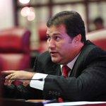 """""""Tiene doble cara y mentiroso"""" dice senador del PPD sobre Bhatia ¡Eaa! https://t.co/ujcS5rAo4L #notiuno https://t.co/CsHoHxzKbg"""