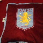 @SoccerAM I got this pillow from the villa shop and it has a leeds label on it😂 https://t.co/PAcU0m1RtH