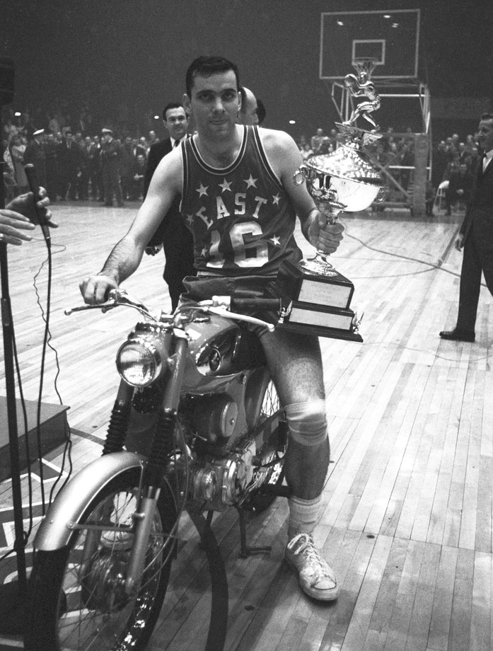 '65 ASW. Jerry Lucas flossin' on a motorcycle. #FBF https://t.co/d2pDFoowF2