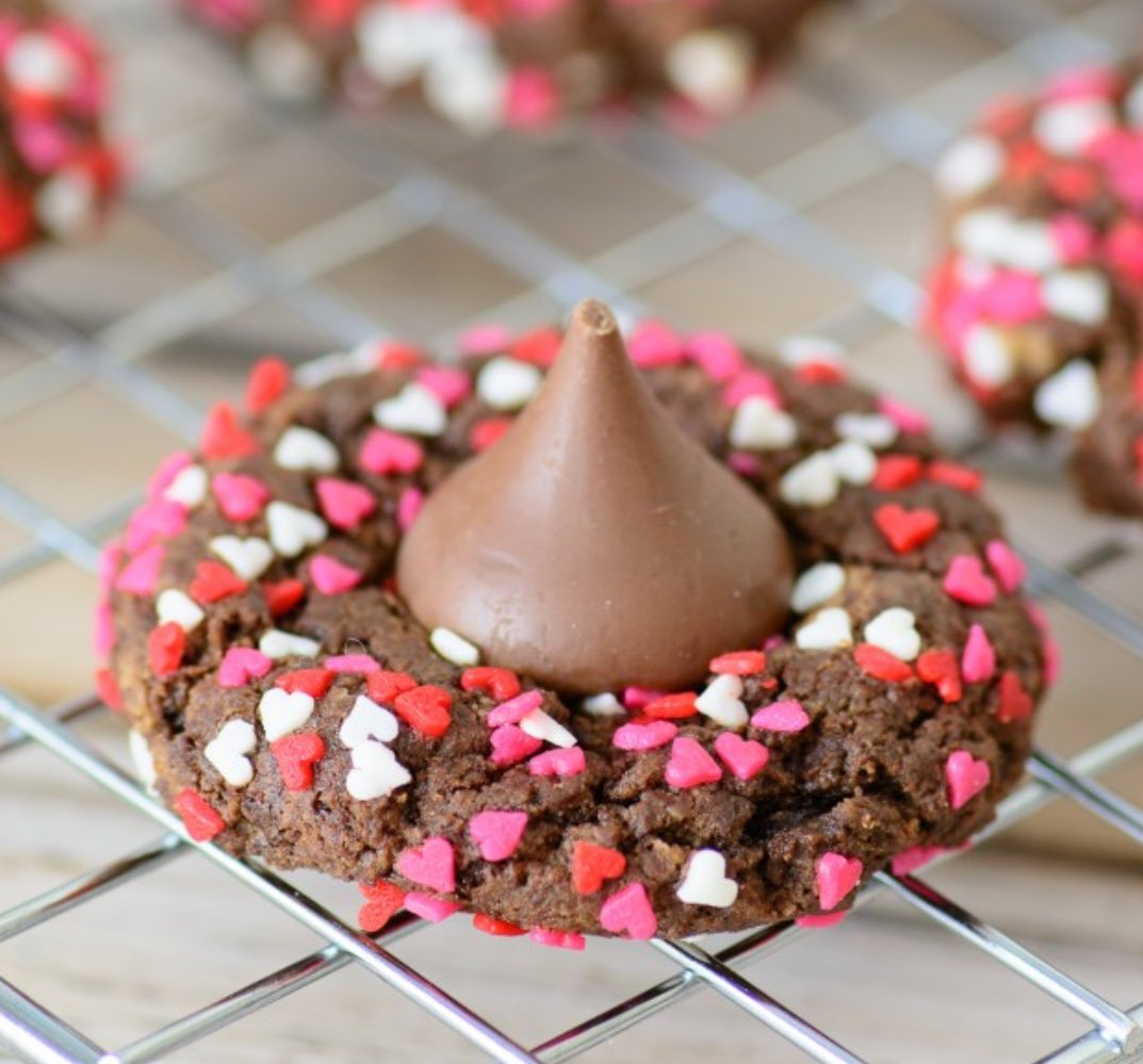 """Better for you #glutenfree Valentine's cookies from @AlmostSupermom. https://t.co/KEr9mhVBOF #celiac https://t.co/7SxOYZtnDY"