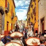 #PorAmorYo sí me caso en #SanMigueldeAllende con mariachis, mojigangas y tequila. https://t.co/4KRUGIez7Z