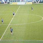 Sem a bola, Pedro Rocha e Everton recuam para ajudar Kaio e Maicon no meio-campo do Grêmio #trarena https://t.co/dT0SyTDKjX