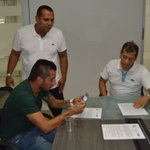 ¡Ya es un hecho! John Freddy Pérez acaba de firmar con el Club Atlético Bucaramanga. #VamosBúcaros https://t.co/VIyAj0fSPY