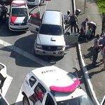 Carro furtado para e suspeito é preso ao tentar fugir de carona em São José dos Campos. https://t.co/0iJpif0bzx #G1 https://t.co/NXYlJOfvPX