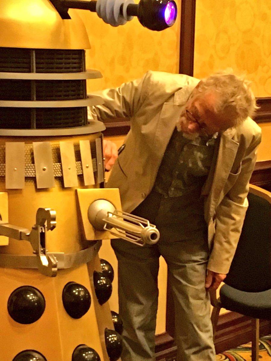 Even the Dalek wants a signature @gallifreyone ! https://t.co/rIkdZ7makG