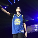 We see you @G_Eazy 👀 #DubNation https://t.co/d0lqTHM6Ej