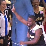 HES BACK!! The 4-time MVP @KevinHart4real takes the court for Team USA. #DewCelebGame https://t.co/SseS1FqVTx