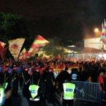 Sementara itu,diluar stadium.  #SelangorOnTour  #PerlawananAkhir https://t.co/foeUs7QyN2