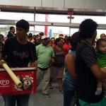 Cientos de personas llegan al Centro de Convenciones a la I Convención Nacional de @cendemocratico #EcuadorEs1 https://t.co/ZL7nRjh38D