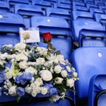 FANS | A wreath is laid on the seat of Kit Ewer today, a loyal Royal who sadly passed away, aged 98, last weekend. https://t.co/iva5p8hxIx