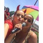 """""""Com a TODA PODEROSAAA Anitta ❤️❤️❤️"""" - Monique Alfradique via Instagram. #BlocoDasPoderosas https://t.co/P7GMgahzrV"""