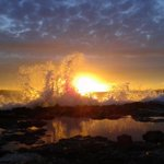 Olas que acarician el sol, atardecer desde #SantAntoni #Ibiza #sunset @Ibiza_Travel @AEMET_Baleares @IB3televisio https://t.co/yanPA4EdHG
