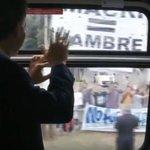 Mientras viajaba en una formación del Roca, Macri pudo ver los mensajes de la gente en apoyo a su gestión. https://t.co/5bQer9h6QI