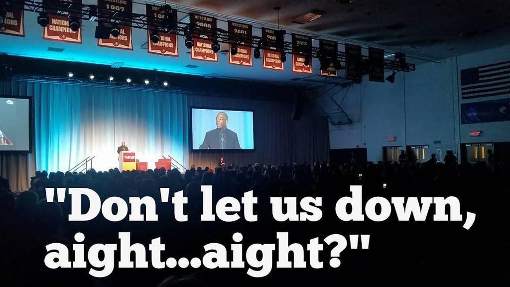 No pressure from @levarburton.  We got work to do. #ReadingRainbow #LevarAtAugsburg https://t.co/m6mfKdCJSh https://t.co/pUXN2aLVpk