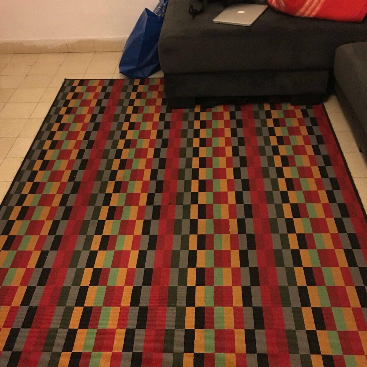 קיצר מוכרים את השטיח שלנו בן כמה חודשים במחיר מציאה - 200 שקלים (עלה 400 באיקאה) מומלצי! https://t.co/XBFXve0R3Q