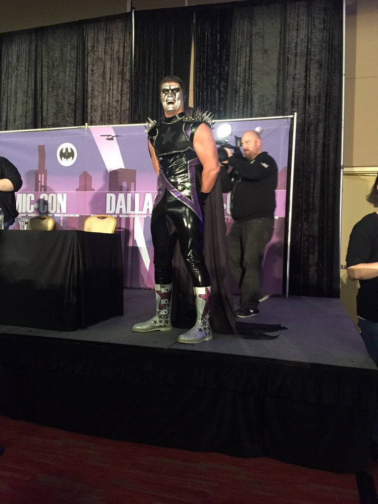 Just got real in @amellywood's panel! @StardustWWE https://t.co/kGEhnjKIiW