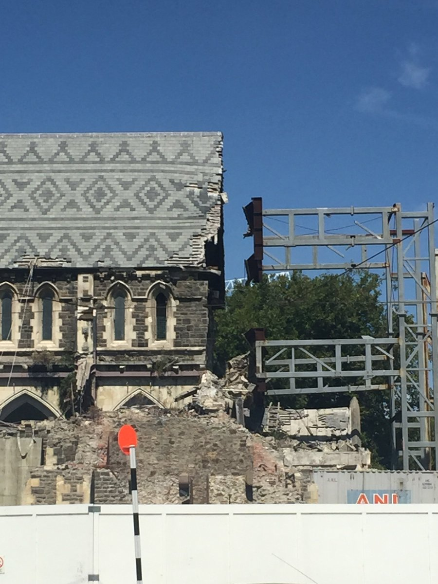 #BREAKING BREAKING: quake in Christchurch, stores closed, cathedral damage further. https://t.co/FKrcG4DrHB https://t.co/4556OzeV3x