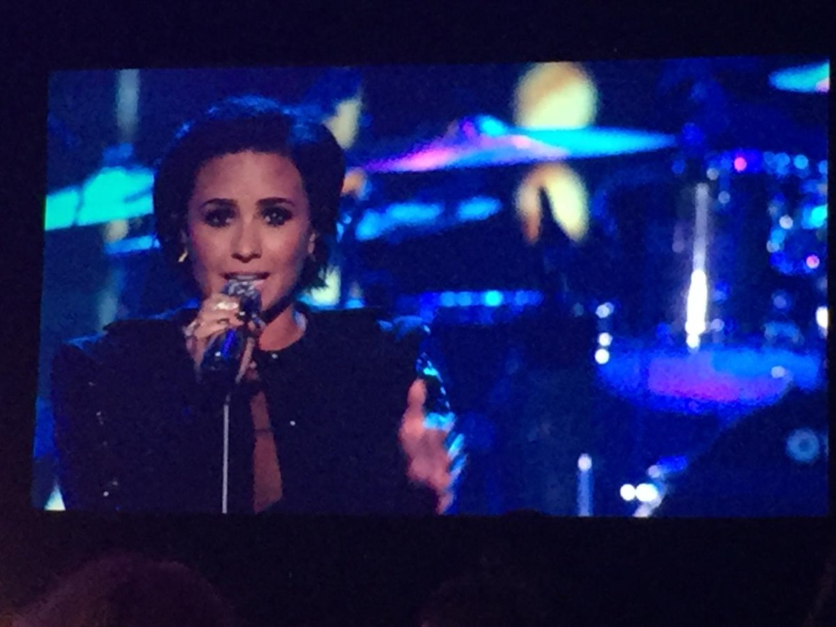 """.@ddlovato pays tribute to @LionelRichie with """"Penny Lover"""" #MusiCaresPOTY https://t.co/6B9T1NqmpO"""