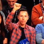 Suns legend @SteveNash cheering on @DevinBook in the #FootLockerThree! https://t.co/VgM9hSZlPv