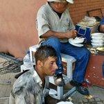 Aplauso a estos trabajadores de la ANDE que trabajan bajo un sol abrazador.. https://t.co/PcCnFnyfyo
