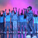.@chancetherapper stunting on #SNL in Yeezy 350s ???????? https://t.co/CJ8kOLDVKG