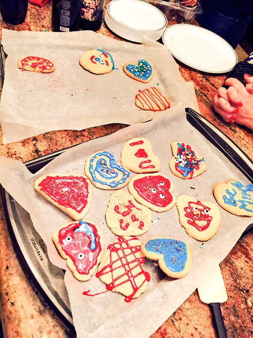 Big family feast and our attempt at Valentine's Day cookies!! Pathetic but so yummy!! https://t.co/0