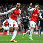 FULL-TIME Arsenal 2-1 Leicester. 10-man Foxes beaten deep into stoppage time by Danny Welbecks late header #ARSLEI https://t.co/BVYiGbomjv
