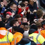 Photo of the day: Danny Welbeck celebrates his last minute winner with the Arsenal fans. https://t.co/s3tNX3IxxG