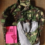 Great Hove charity shop finds today - camo jacket, Roxy jumper + book on mass behaviour change #LHSchallenge #reuse https://t.co/HbGTzuHqHy