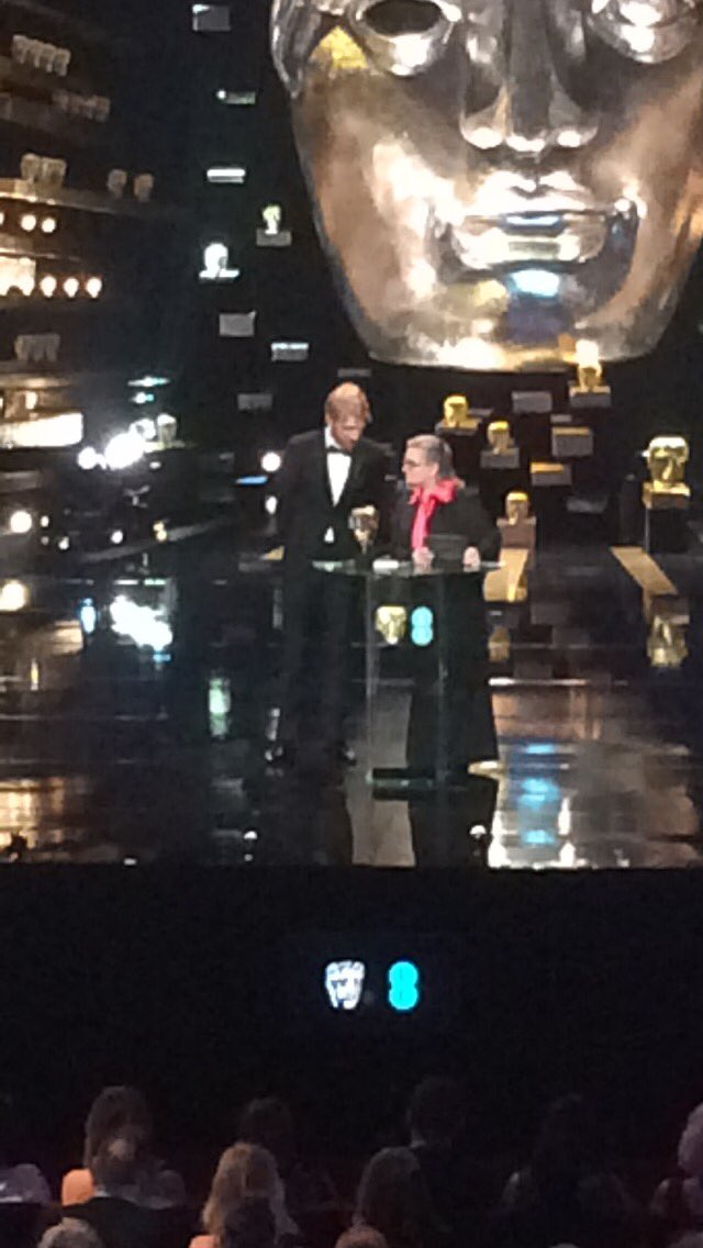 There's Domhnall Gleeson and Carrie Fisher presenting the next award #EEBAFTAs @LancomeUK https://t.co/EaFMsurlcP