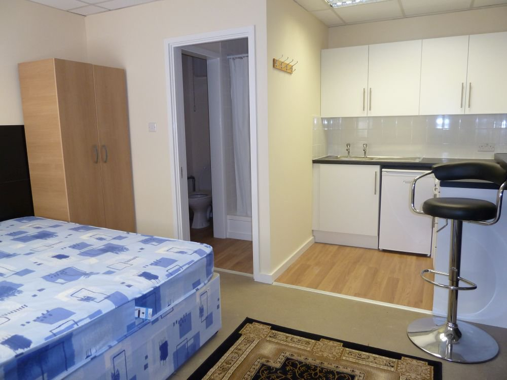 #ealing £725pcm Bed. Kitchen.Toilet. All in the one shot. #ldn  #housingcrisis https://t.co/Sb13CIP5Bm