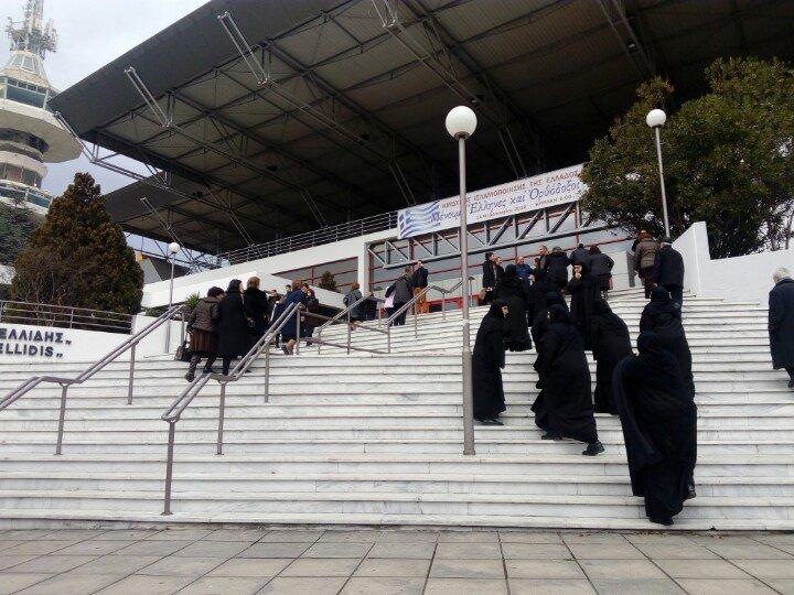 Ιρανές φοιτήτριες του τμήματος Ισλαμικών Σπουδών του ΑΠΘ προσέρχονται στο Βελλίδειο για την εκδήλωση της μητρόπολης https://t.co/D4CgxmyvqX